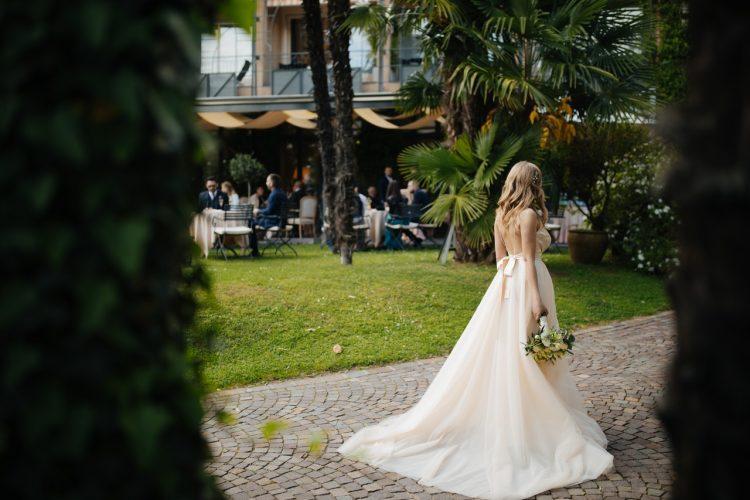 Kvinde i bryllupskjole